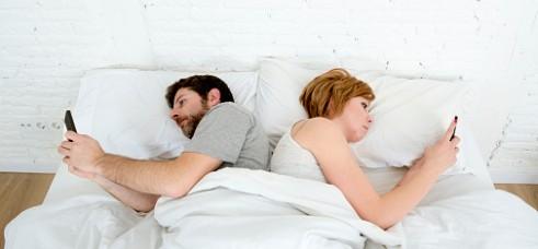 Gli sms dell'amante giustificano la separazione con addebito al marito